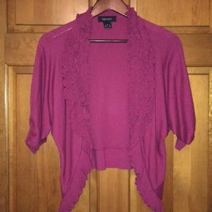 Ruffled cardigan in magenta